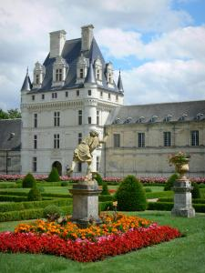 Château de Valençay - Renaissance keep of the château and flowerbeds of the formal gardens