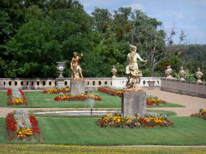 Château de Valençay - Statues, pond and flowerbeds of the Duchess garden