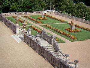 Château de Valençay - View of the Duchess garden and its flowerbeds