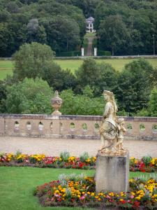 Château de Valençay - Sculpture (statue) and flowers in the Duchess garden