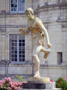 Château de Valençay - Sculpture (statue), flowers and facade of the château