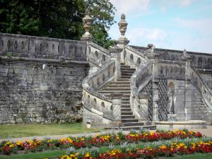 Château de Valençay - Stairs and flowerbeds in the Duchess garden