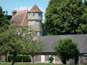 Château de Vascoeuil - Centre of Art and History: octagonal tower of the château home to the study of historian Jules Michelet, outbuilding and trees
