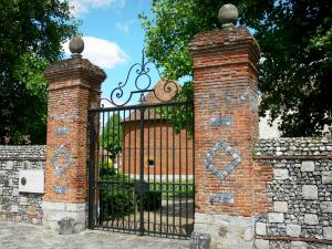 Château de Vascoeuil - Centre of Art and History: entrance gate of the domain