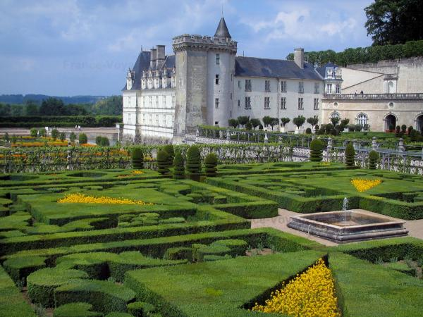 Château de Villandry and gardens - Ornament Garden with view of the castle and its keep
