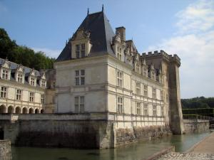 Château de Villandry and gardens - Castle and its moats