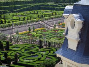 Château de Villandry and gardens - Part of the castle with view of gardens (ornament garden and vegetable garden)