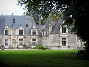 Château de Villesavin - Branches of a tree in foreground, Château of Renaissance style, and lawn