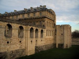 Château de Vincennes - The Queen tower and the Queen pavilion