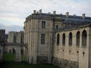 Château de Vincennes - Surrounding wall, the Bois tower and the King tower in background