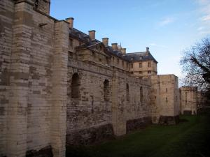 Château de Vincennes - Surrounding wall and towers