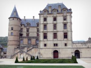 Château de Vizille - Vizille domain: front of the château and its gardens
