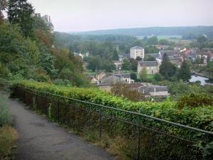 Châteaudun - Mail descent and houses of the city along the Loir River (Loir valley)