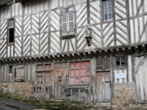 Châteaudun - Virgin house (former Doorkeepers' changing room) with its timber framings facade