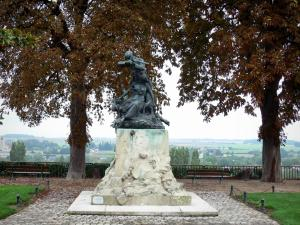 Châteaudun - Francs-Tireurs monument of 1870 and Mail walk with its benches, its trees and its view of the Loir valley