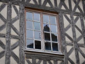 Châteaudun - Window and timber framings of a house in the old town