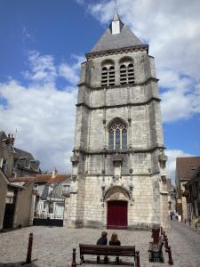 Châteauroux - Saint-Martial church, square with benches and houses of the old town