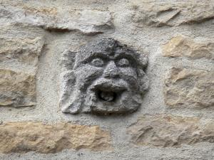 Châteauvillain - Sculpture (mask) on the facade of the house of the Provost
