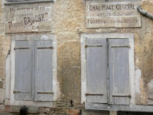 Châteauvillain - Old sign adorning the facade of a house