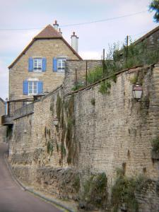 Châteauvillain - Stone house and fortifications of the small medieval town
