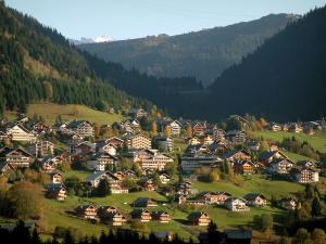 Châtel - Chalets and residences in the village (winter and summer sports resort), alpine pastures (high meadows) and mountains covered with forests in Chablais