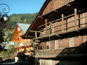 Châtel - Lamppost and wooden chalets of the village (winter and summer sports resort), in Chablais