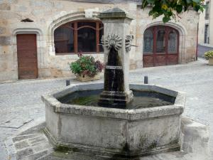 Châteldon - Fountain and old house (old pharmacy) in the medieval village