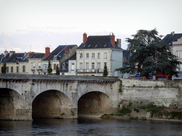 Châtellerault - Henri-IV bridge spanning the River Vienne and houses of the city