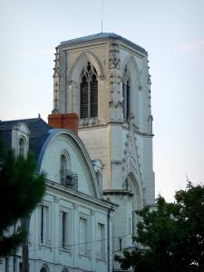 Châtellerault - Bell tower of the Saint-Jean-Baptiste church and house facade