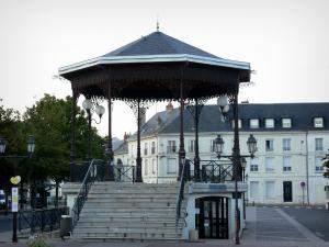 Châtellerault - Bandstand and building of the city