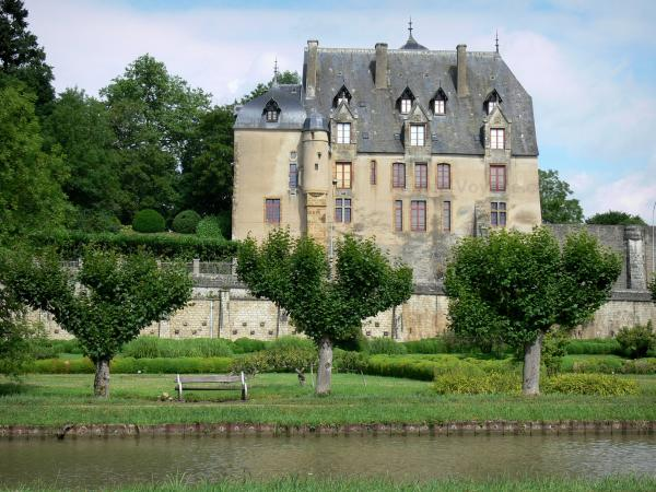 Châtillon-en-Bazois - Facade of the Chatillon-en-Bazois castle with its garden and flowerbeds with box trees, and the Nivernais canal