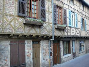 Châtillon-sur-Chalaronne - Facades of timber-framed houses
