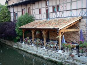 Châtillon-sur-Chalaronne - Café terrace on the banks of River Chalaronne, flowers, and half-timbered facade