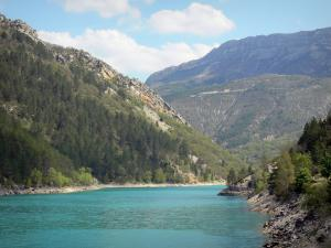 Chaudanne lake - Emerald-coloured lake (water reservoir), shores and mountains; in the Verdon Regional Nature Park