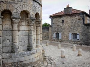 Chauvigny - Saint-Pierre collegiate church (Romanesque church) and house of the upper town (medieval town)