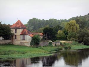 Chauvigny - Houses and trees by the River Vienne