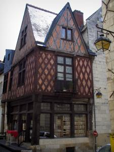 Chinon - Grand Carroi: timber-framed house