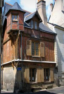 Chinon - Half-timbered house in the old town