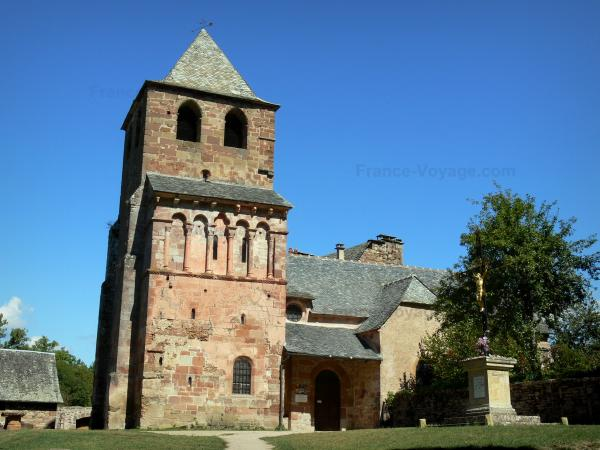 The Church of St Peter in Bessuéjouls - Tourism, holidays & weekends guide in the Aveyron