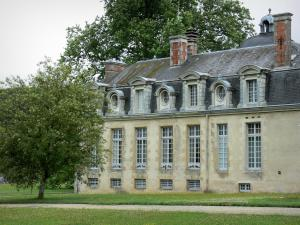 Cirey-sur-Blaise castle - Facade of the Cirey castle; in the Blaise valley