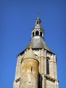 Civray - Bell tower (octagonal tower) of the Saint-Nicolas church