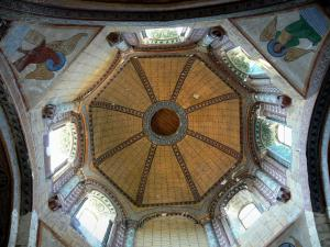 Civray - Inside of the Saint-Nicolas church Day: octagonal tower and its murals