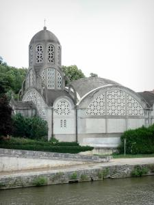 Clamecy - Notre-Dame-de-Bethléem church along River Yonne