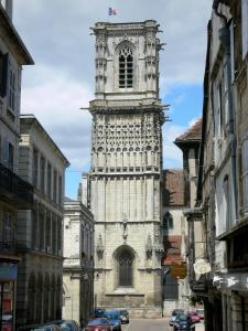 Clamecy - Tower of the Saint-Martin collegiate church and facades of houses in the old town
