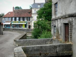 Clamecy - Facades of houses in the town