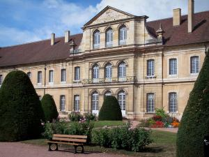 Cluny abbey - Benedictine abbey: convent building and garden (bench, cut shrubs, rosebushes, flowers)