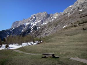 Col du Noyer pass - From the Col du Noyer pass, view of the rocky crests