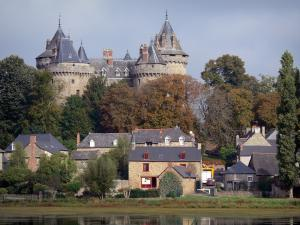 Combourg - Feudal castle (fortress) dominating the pond and houses of the city