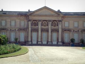 Compiègne - Facade of the château looking onto the park (garden)
