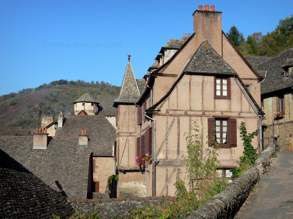 Stunning conques facciate di case con tetti in legno e for Bei piani di casa con foto